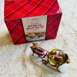 Hallmark Santa's Arrival Musical Snow Globe